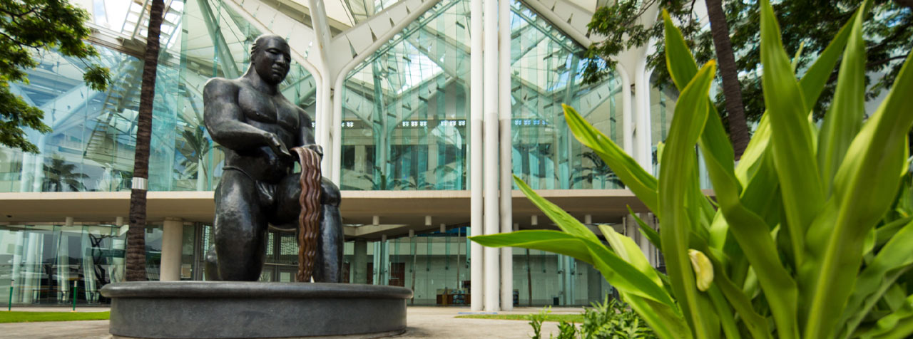 The Hawaii Tourism Authority bronze statue symbolically acknowledges the Hawaiian people for their generosity and expressions of goodwill to newcomers.